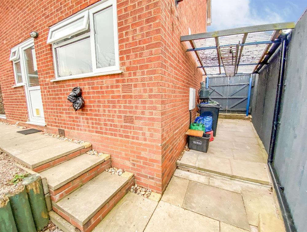 Rear Garden - Gated Side Area