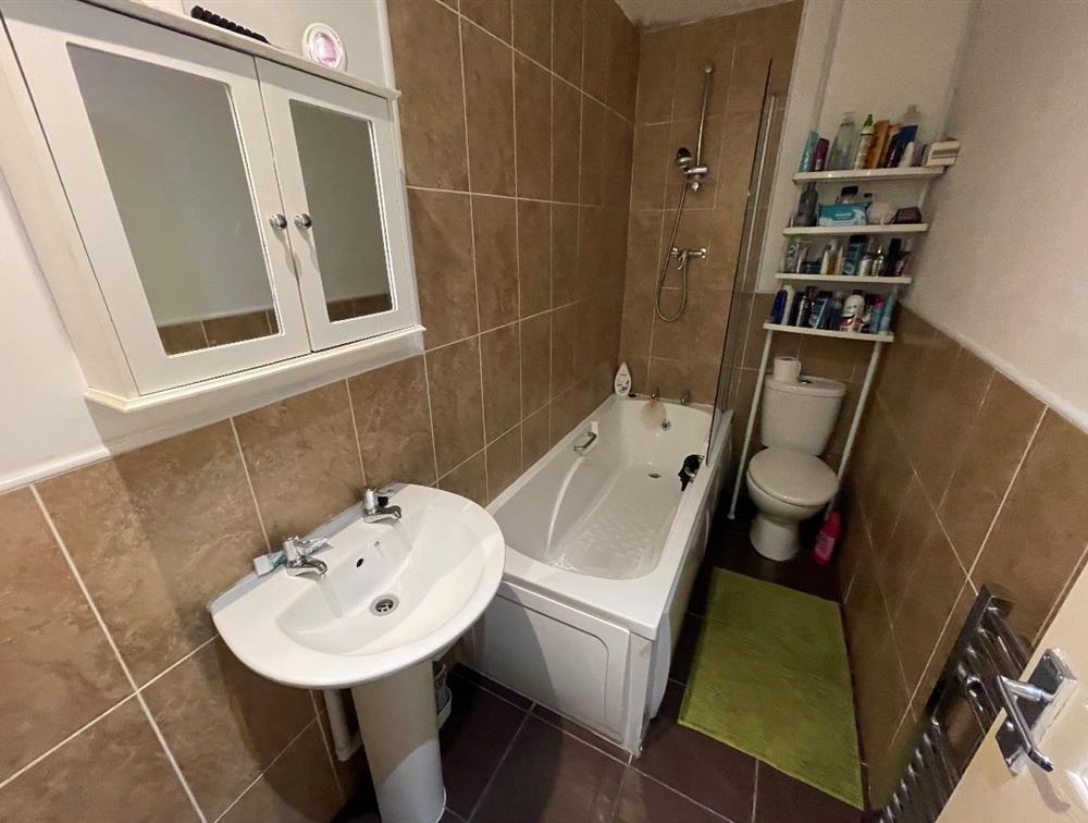 Flat A - Bathroom