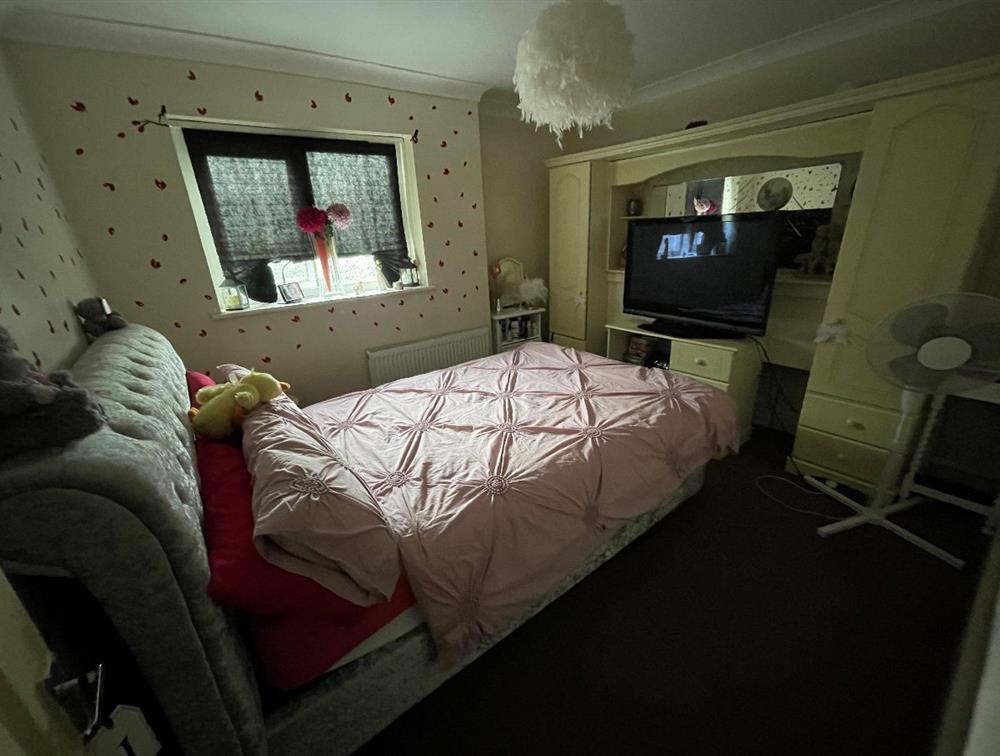 Flat B - Master Bedroom